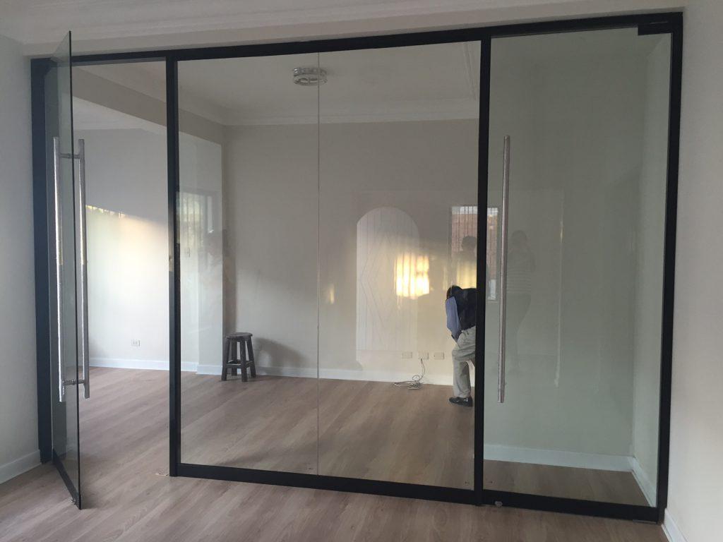 Venta de puertas de vidrio templado en lima per for Vidrios decorados para puertas interiores