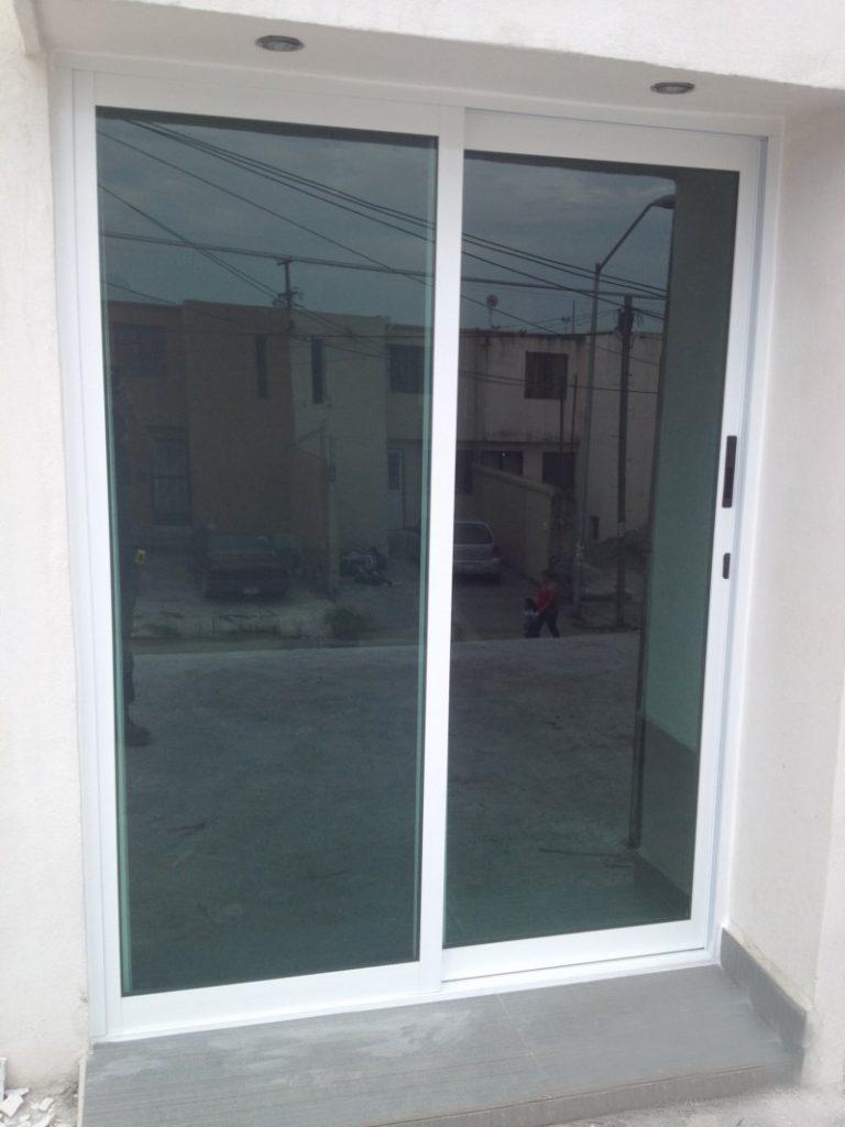 Venta de puertas de vidrio templado en lima per for Puertas corredizas aluminio para exterior