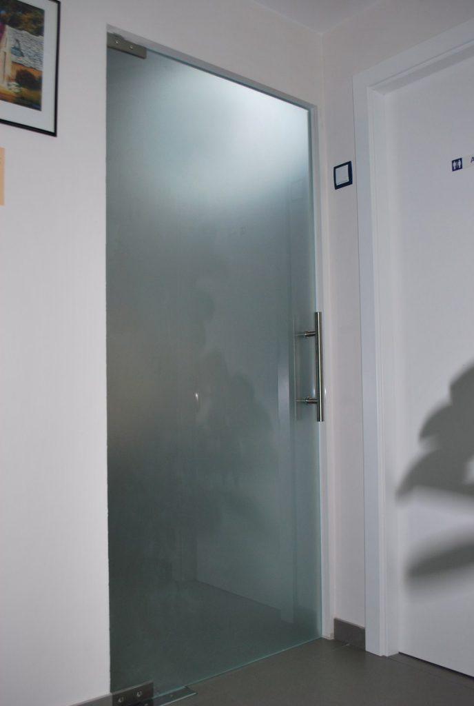 Venta de puertas de vidrio templado en lima per for Mamparas oficina segunda mano